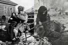 «Фотографу кричали: «Не стреляй в дитё!» - думали, он в меня целится…»: пять пронзительных историй детей с известных военных снимков