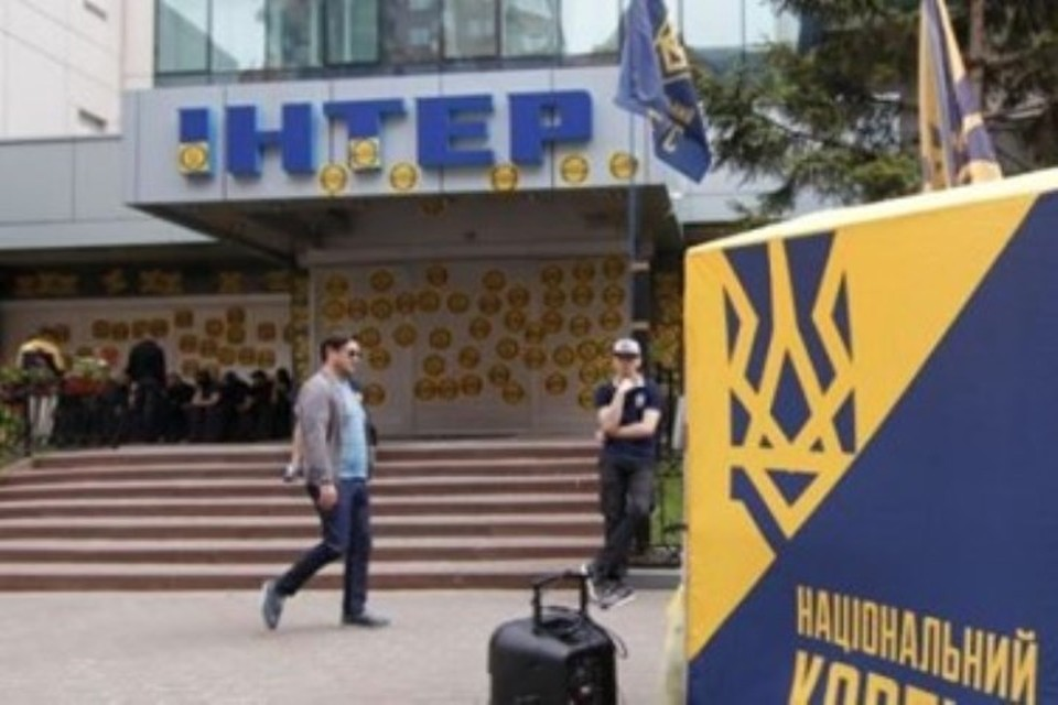 "Телеканал ""Интер"" в Киеве блокируют радикалы"