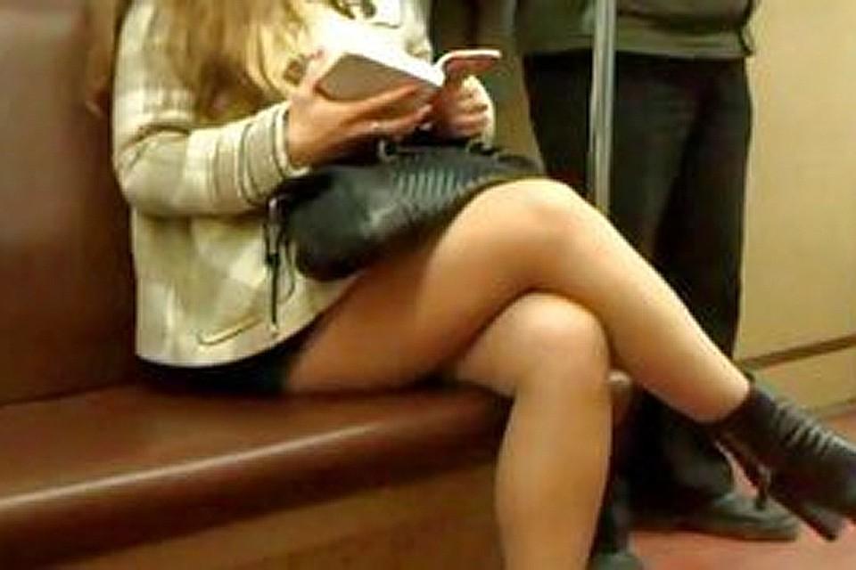 Фото девушки сами поднимают юбку, реально поймал жену на ебле