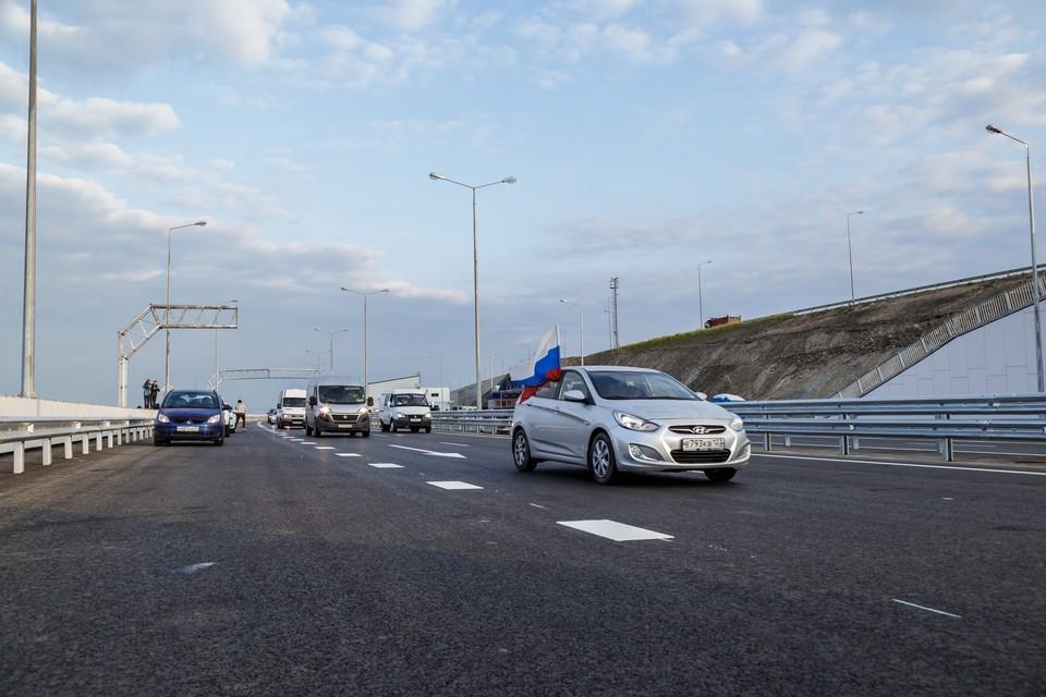 Разрешенная скорость движения по мосту 90 км в час.