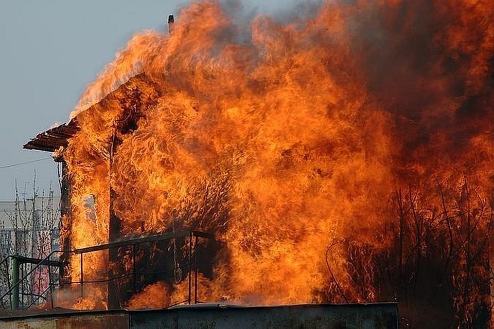 Подросток сжег дом родителей из-за отказа купить смартфон