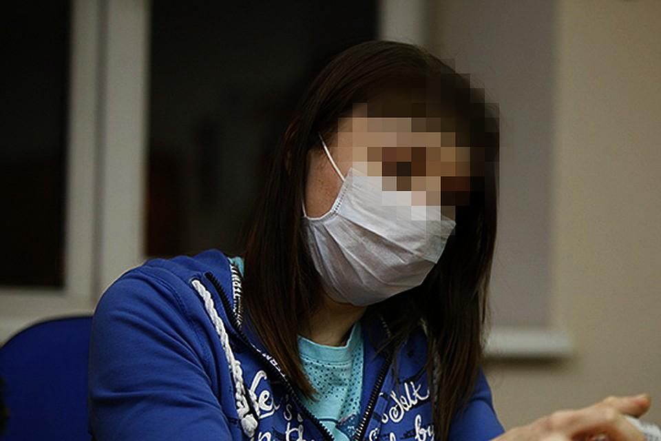 Вот уже месяц Юлия скрывает рубцы на лице маской.