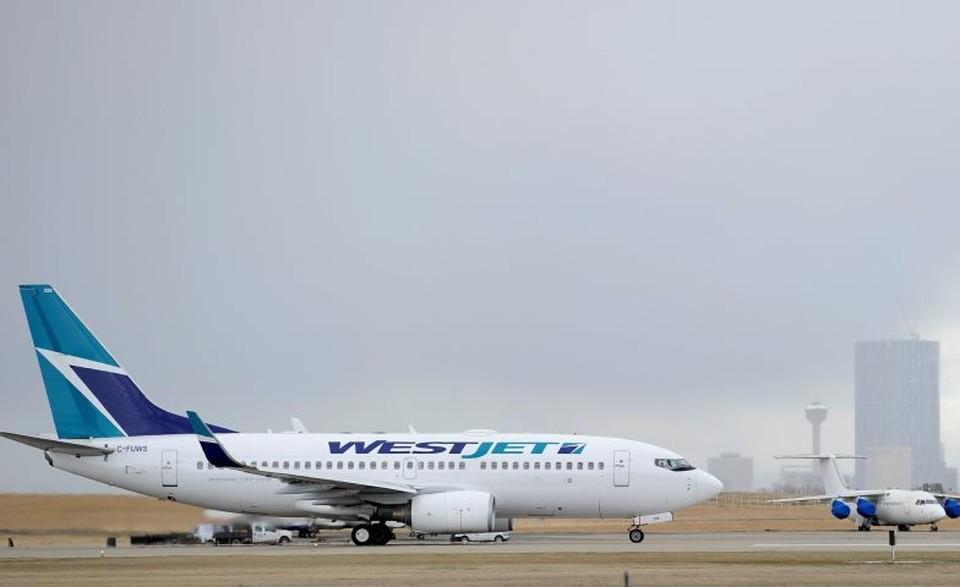 Самолет авиакомпании WestJet в аэропорту Калгари