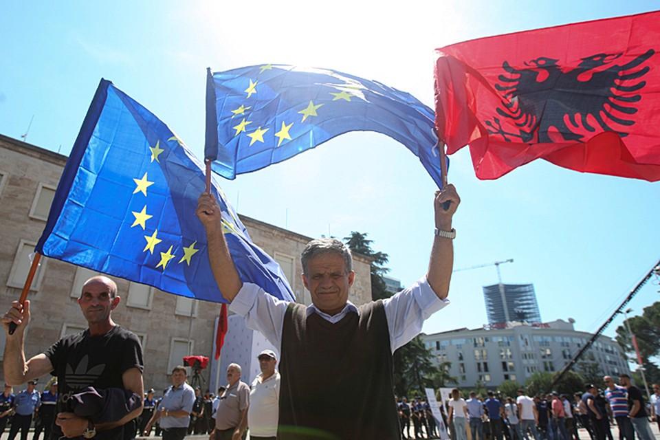 Сейчас на Балканах заложена новая мина замедленного, но страшного действия - «Великая Албания». Объединение всех территорий, на которых проживают албанцы