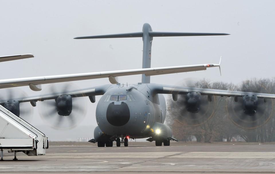 В аэропорту Сеула Boeing столкнулся с Airbus