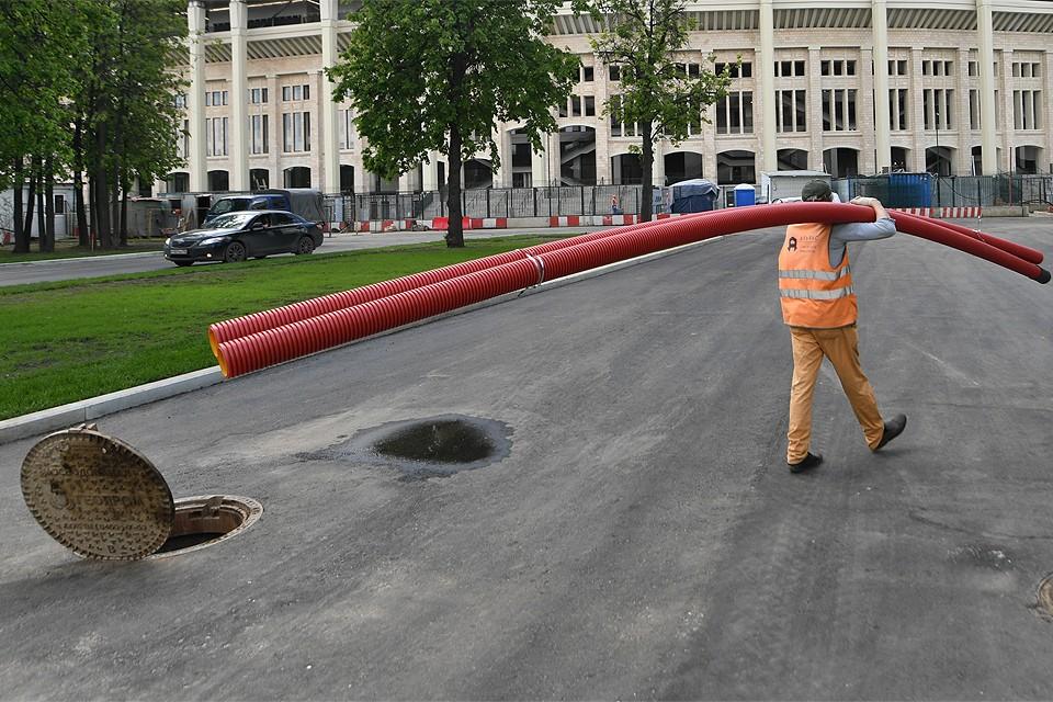 Обращение в суд поможет возместить ущерб в случае ДТП из-за канализационного люка.