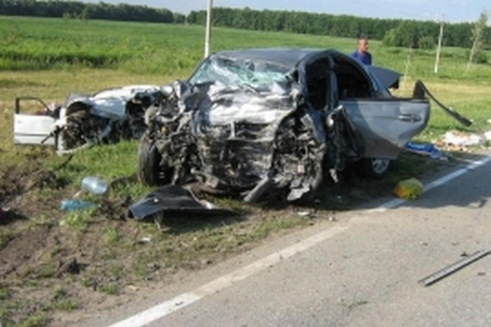 В аварии погибли 8 человек, включая двоих детей