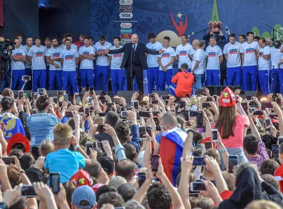 Станислав Черчесов на встрече с болельщиками на Воробьевых горах в Москве заявил о планах показать лучший результат на ЧМ-2022 в Катаре