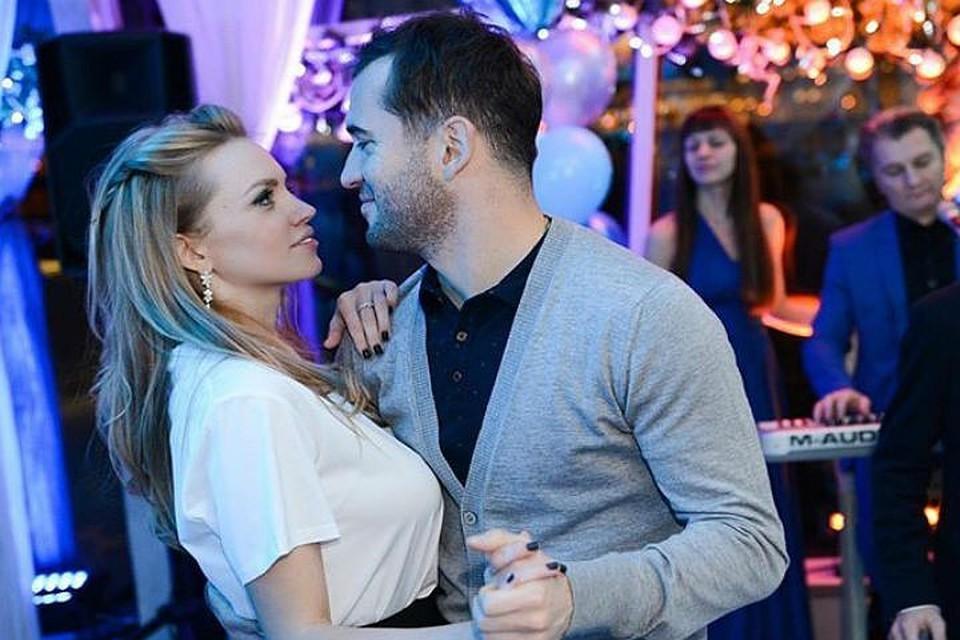 Кержаковы поженились три года назад и долгое время считались одной из самых счастливых звездных пар.