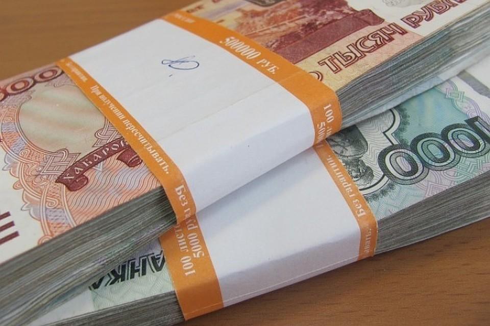 Школьник прогулял за ночь 300 тысяч рублей, украденные в доме подруги в Ангарске