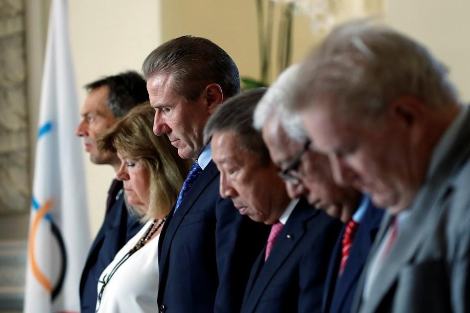 Члены Международного олимпийского комитета на заседании в Лозанне