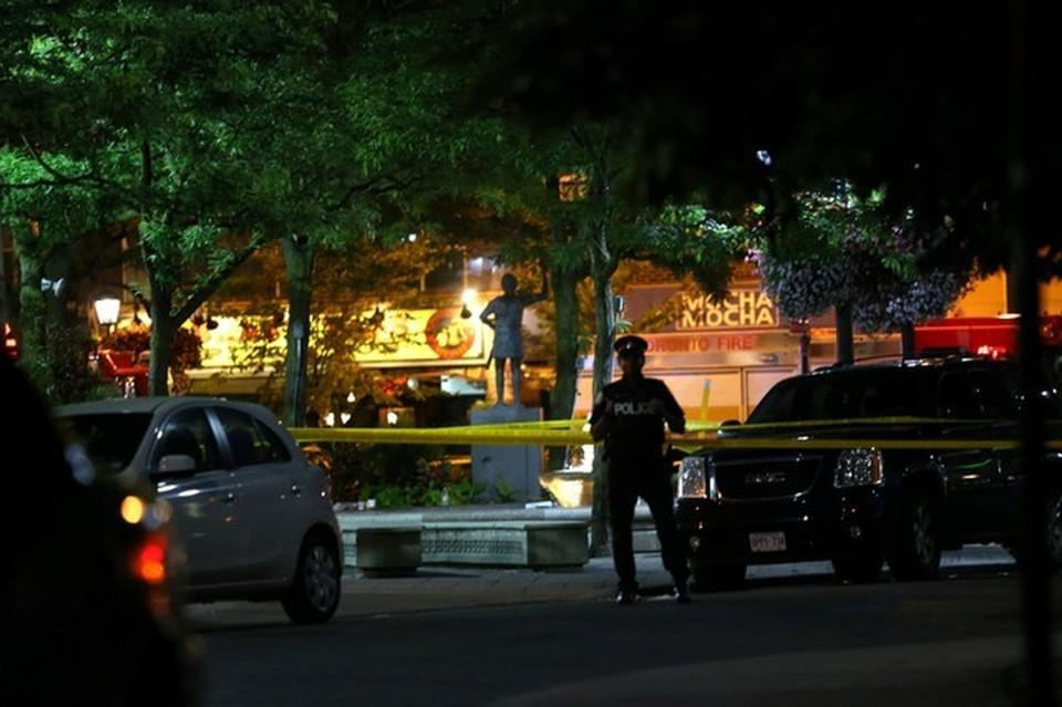 Район, где неизвестный открыл огонь по людям, оцеплен полицией