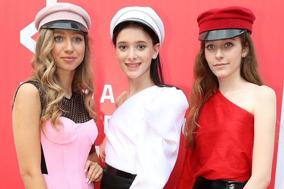 Группа Cosmos Girls. Саша Гинер (слева), Эден Голан (в центре) и Ева Лепс (справа).