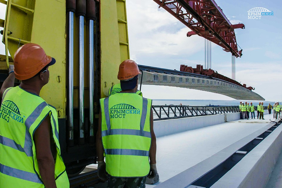 Картинки по запросу крымский мост укладка ж/д путей фото
