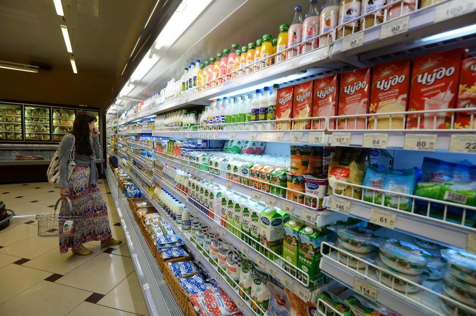 В планах Минсельхоза и Минпромторга ввести в магазинах отдельные полки для «молочных продуктов».