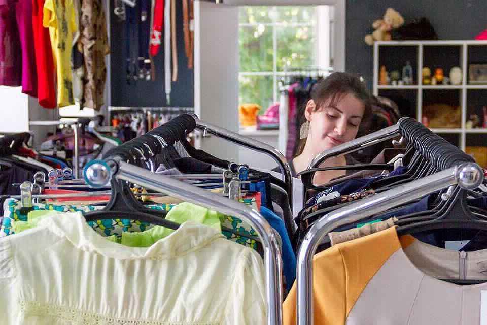 dbac6ede6575 Куда сдать старую одежду в Москве  Появилась карта пунктов приема вещей на  благотворительность