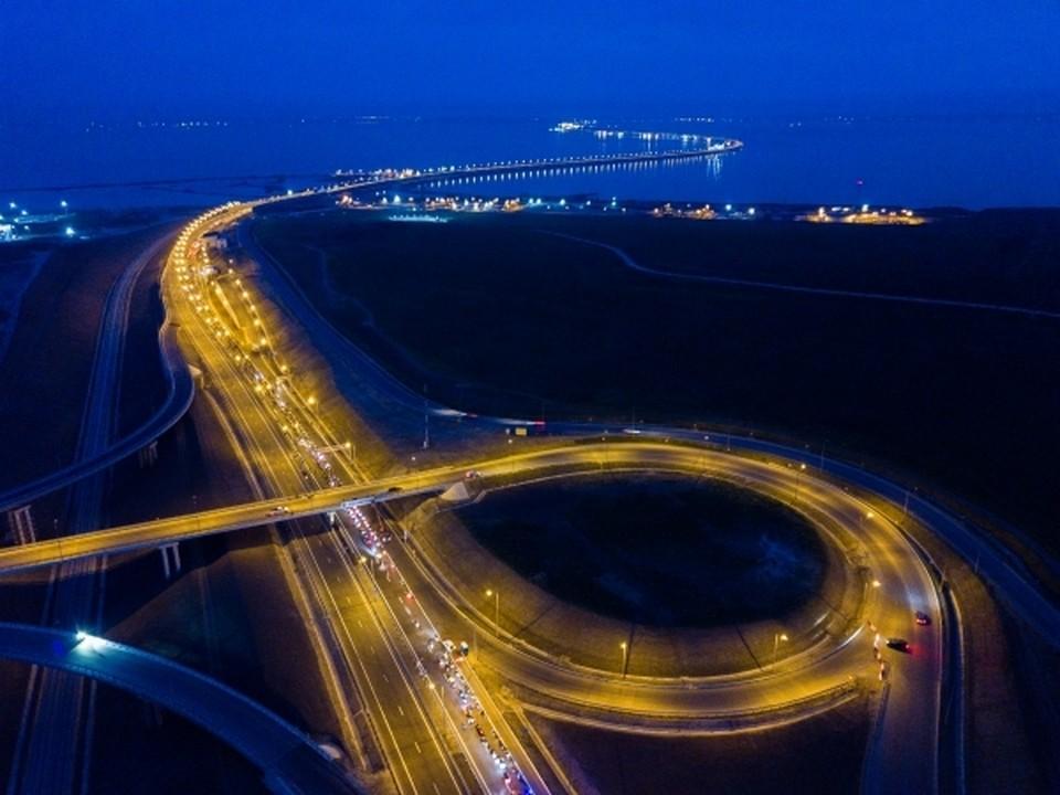 Бьём рекорды: за сутки по Крымскому мосту проехали более 32 тыс автомобилей