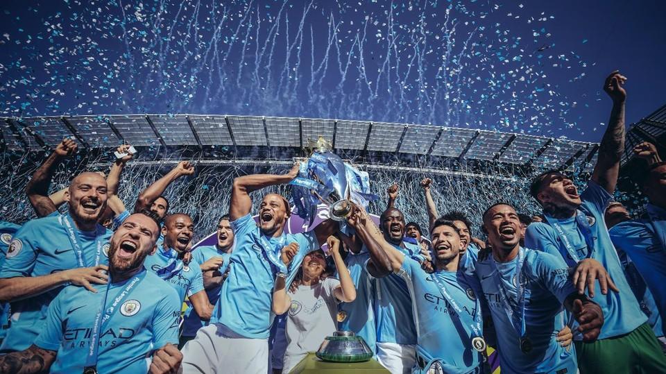 """Манчестер Сити"" - триумфатор прошлого сезона. Покорится ли опять вершина команде Хосепа Гвардиолы? Фото: www.premierleague.com"