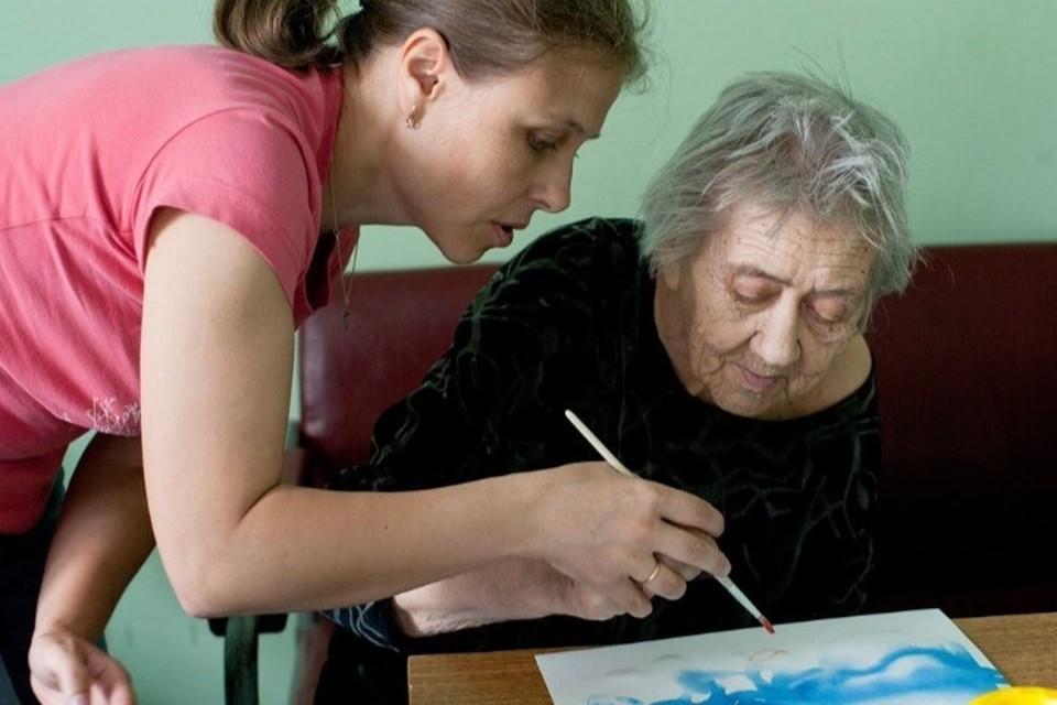 Волонтеры уверены - пожилым людям нужен не только и не сколько простой уход, но и общение, забота и любовь!