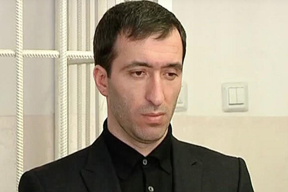 Предполагаемый убийца Расул Аджиев вновь пришёл с «чистосердечным». Фото: кадр видео