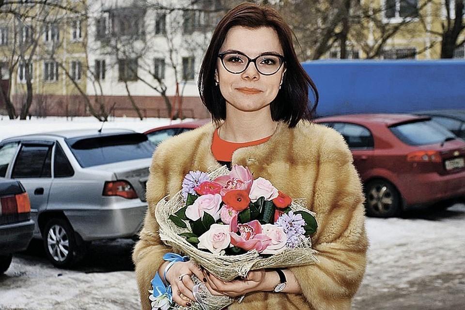 На Татьяне полупальто из натуральной норки. Цена таких изделий начинается от 100 000 рублей и более.