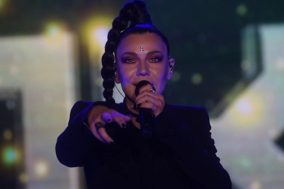 Ёлка выступила в Екатеринбурге на День города, собрав на свой концерт огромную толпу фанатов