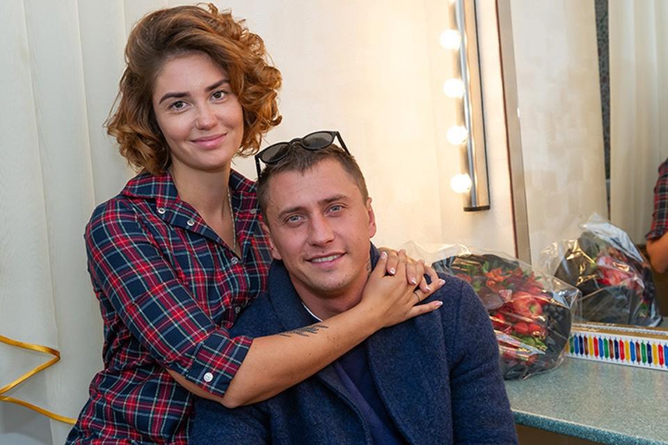 Актеры Павел Прилучный и Агата Муцениеце.
