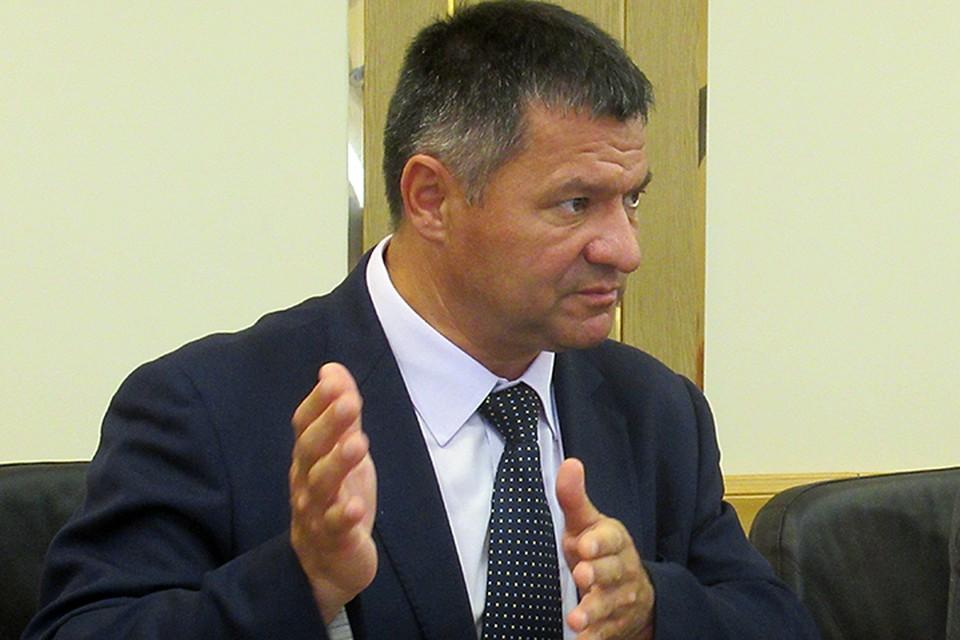 К Тарасенко персонально в крае, пожалуй, нет никаких претензий. Его не успели ни полюбить, ни невзлюбить. Но он - «варяг»
