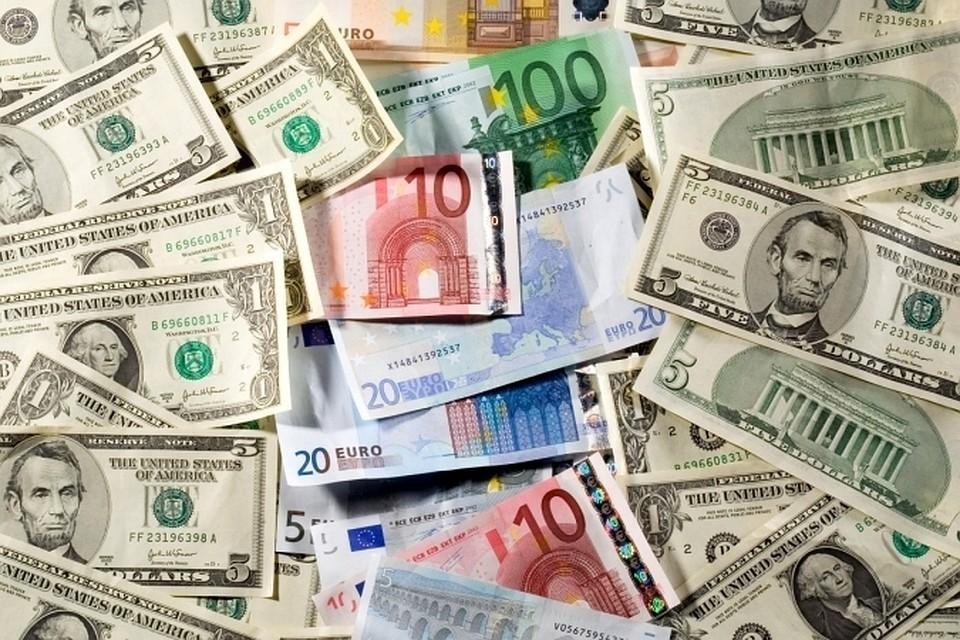 Рубль вырос к доллару и евро на открытии торгов Мосбиржи
