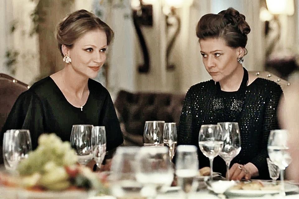 Мария Голубкина (на фото справа), приемная дочь Андрея Миронова, и Мария Миронова, его родная дочка, в детстве избегали друг друга. А недавно снялись вместе в сериале «Садовое кольцо».