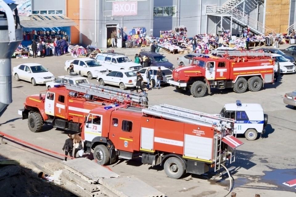 Из-за пожара на складе едва не сгорел торговый центр в Улан-Удэ ec3b865f26b