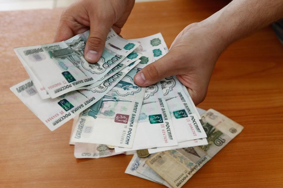 Если средний доход на члена семьи в России меньше прожиточного минимума, то считается, что семья живет за чертой бедности