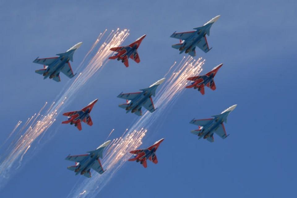 В небе над Красноярском «Русские витязи» покажут фигуры высшего пилотажа