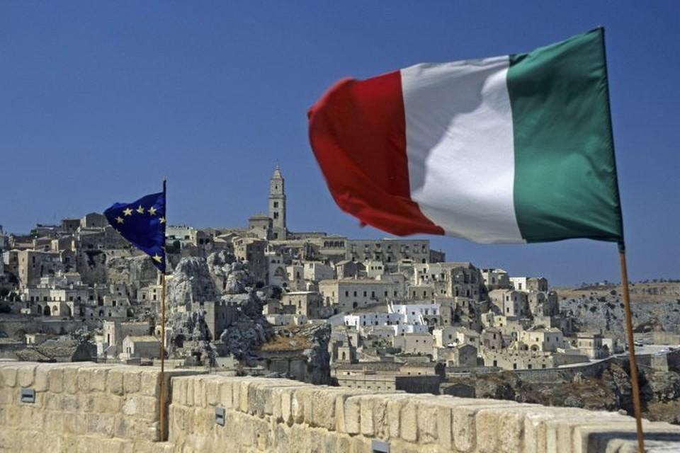 В Италии работник банка забирал деньги у богатых и раздавал их бедным