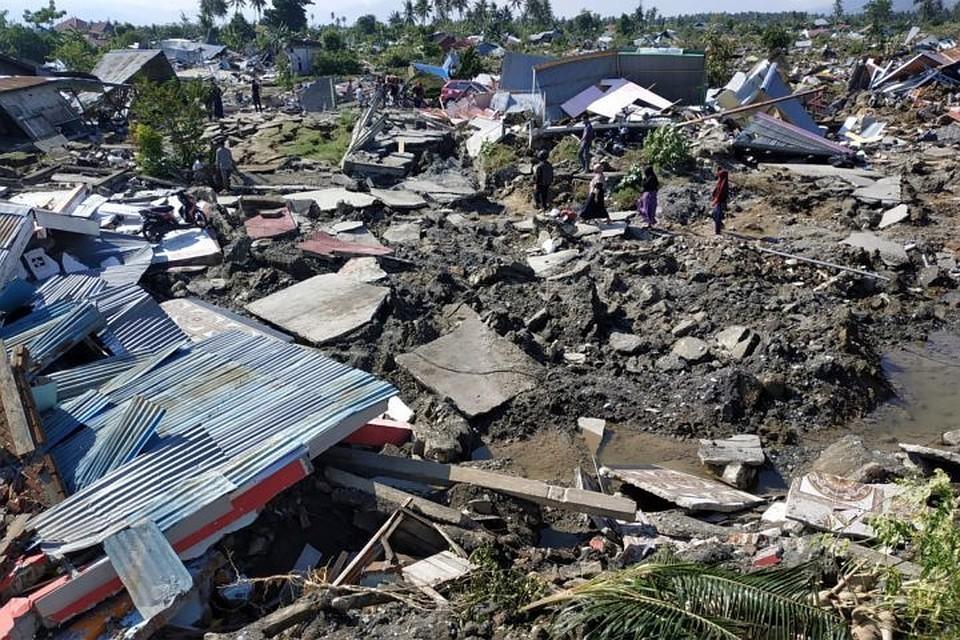После землетрясения в Индонезии под завалами остаются 152 тысячи человек