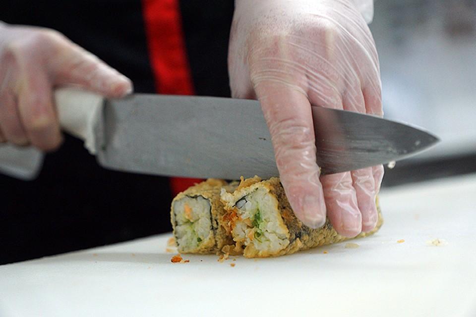 Роспотребнадзор уничтожил почти 500 кг испорченной продукции «Суши WOK»