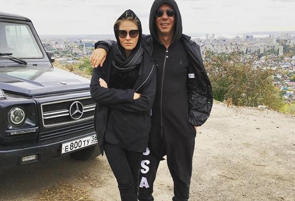 Алексей Панин с актрисой Машей Кроль на фоне Саратова. Фото из Инстаграма Панина.
