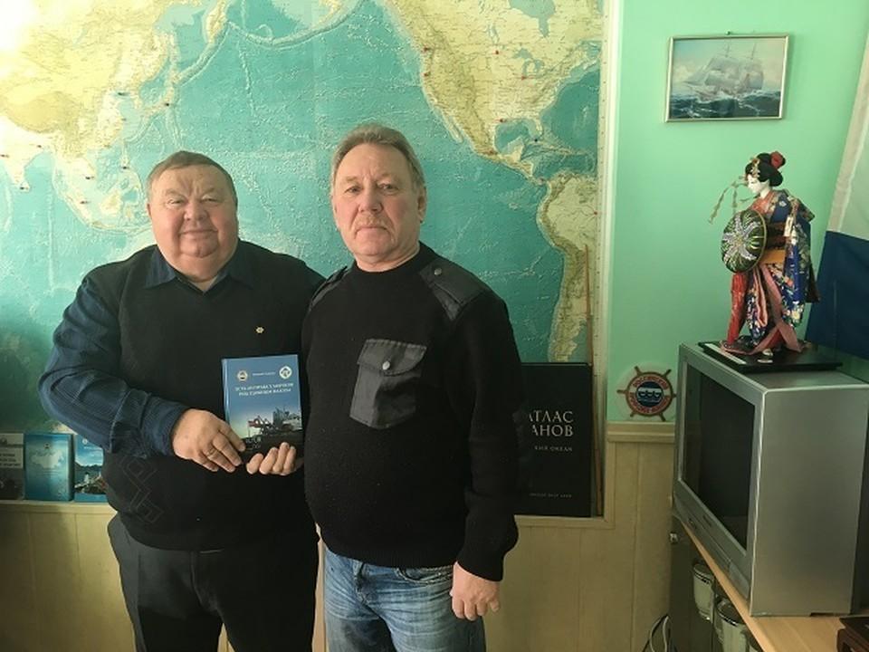 Председатель Дальневосточного профсоюза моряков и второй помощник капитана арестованного судна.