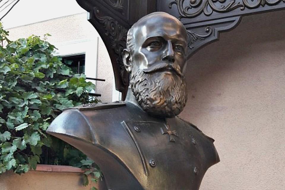 Бюст Александра III установленный в Симферополе. Фото: Североморская епархия.