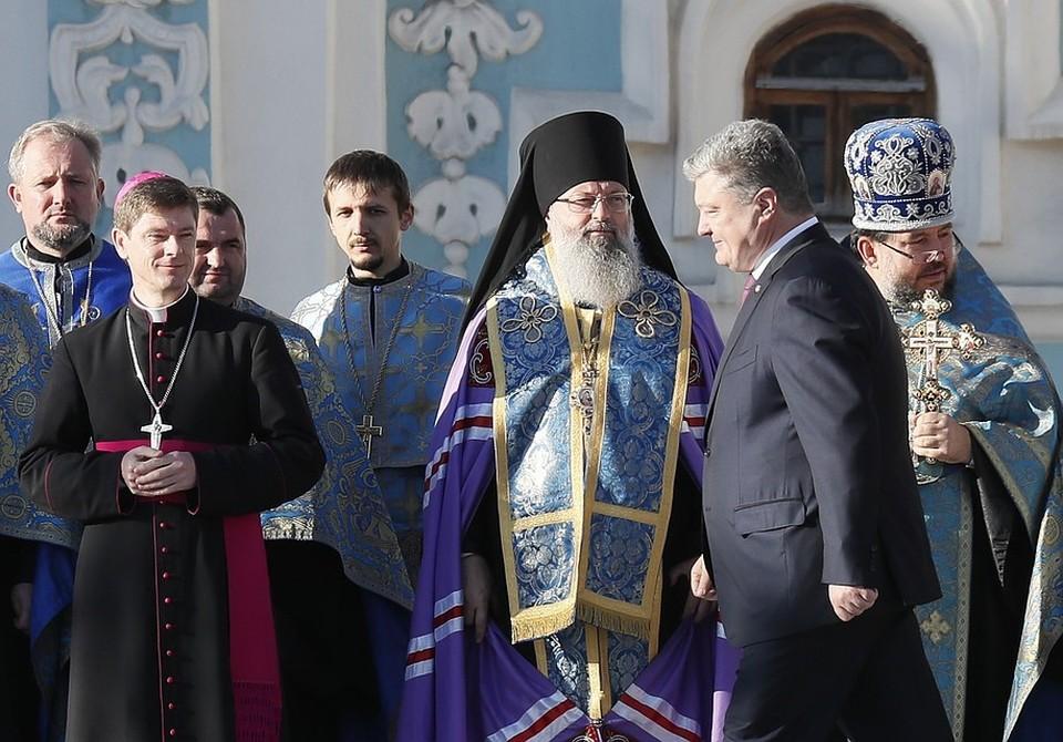 Порошенко выразил сожаления в связи с разрывом общения РПЦ с Константинополем.