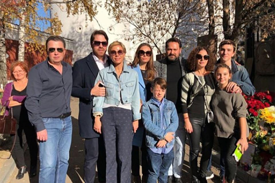 16-го октября семья Дмитрия и его друзья пришли на Новодевичье кладбище, чтобы вспомнить прекрасного и дорогого человека