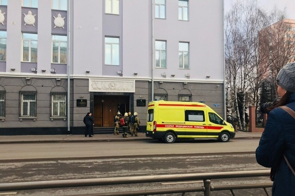 Взрыв прогремел в здании местного управления ФСБ. Фото предоставлено очевидцем
