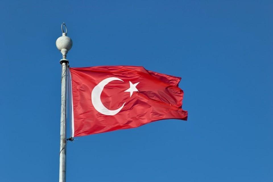 Посла Турции в Уганде отозвали за древнегреческий наряд на приеме
