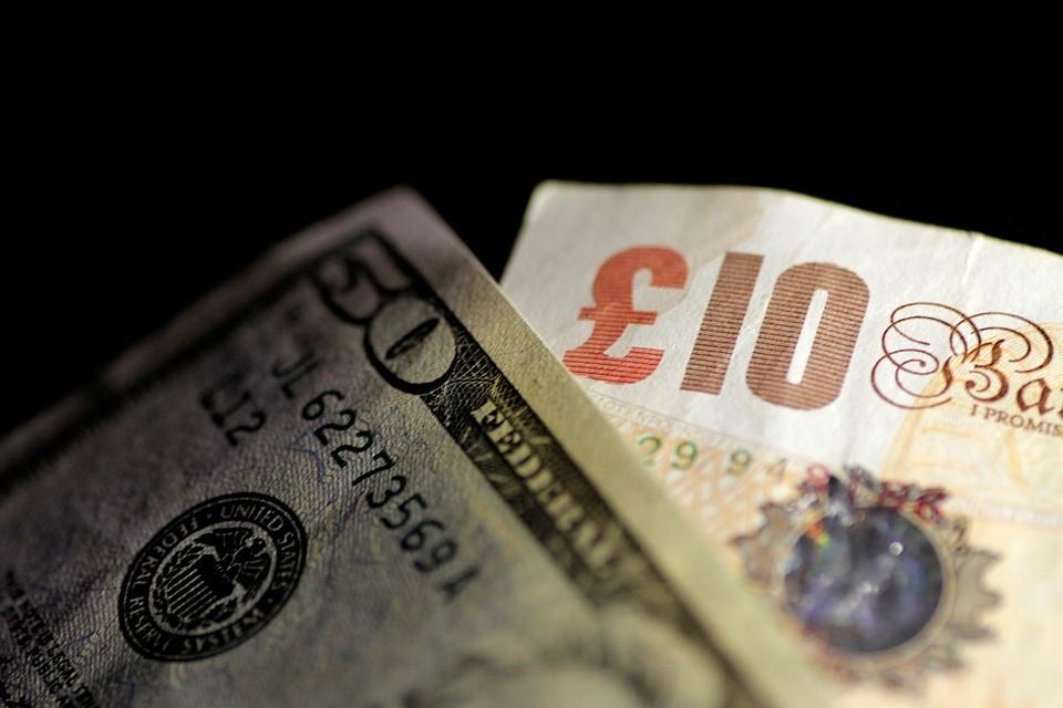 Курс доллара снижается на торгах Московской биржи