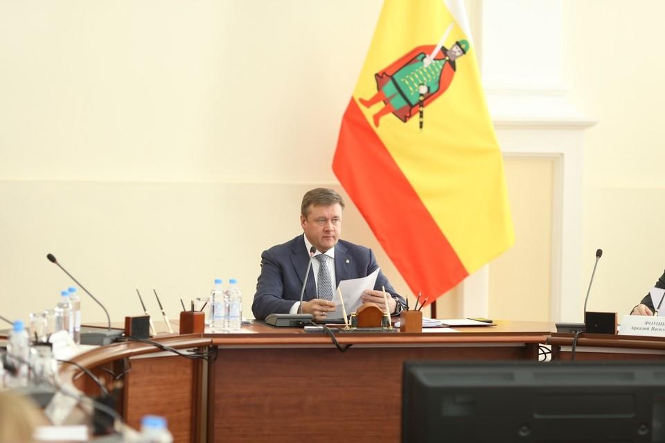 Николай Любимов заявил, что в целом по региону чиновников станет меньше. Фото: правительство Рязанской области.