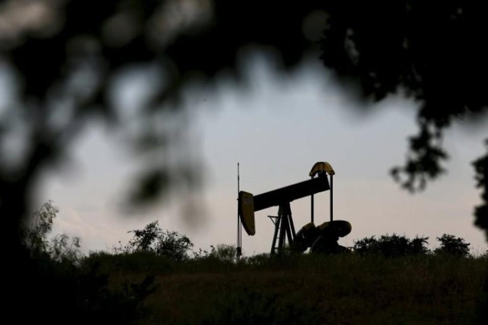 Цена на нефти Brent опустилась ниже 65 долларов за баррель