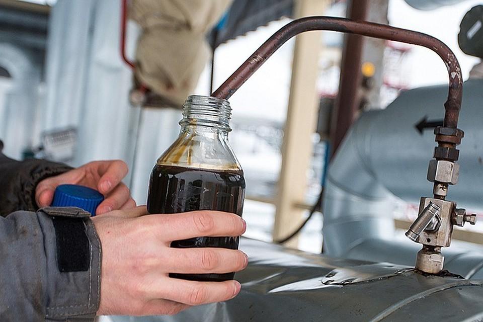 Нефть стремительно теряет в цене. ФОТО Максим Слуцкий/ТАСС