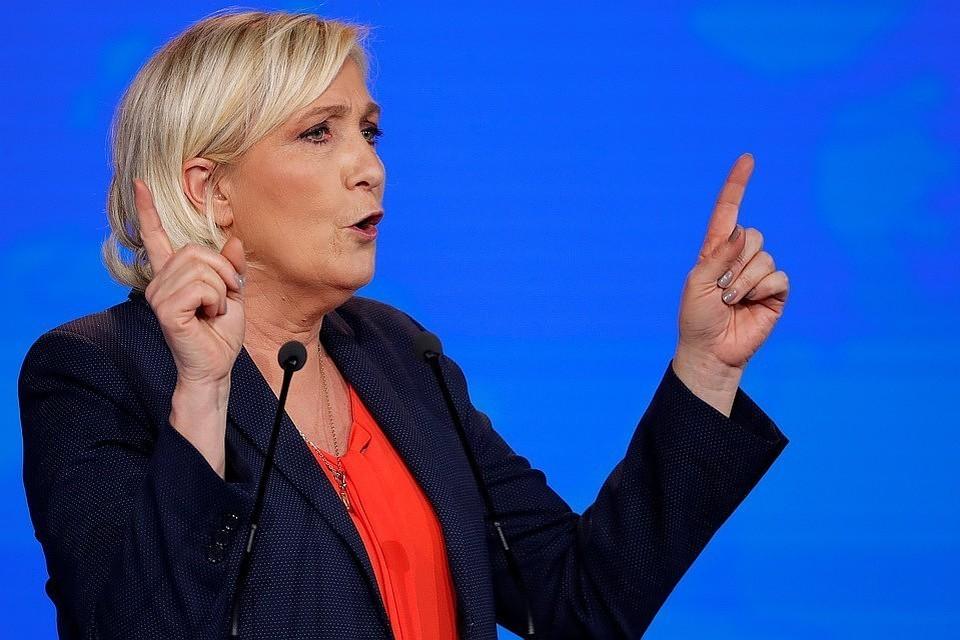 Лидер французской правой партии «Национальное объединение» Ле Пен выступила против заявлений президента Франции Эммануэля Макрона о киберугрозе со стороны РФ.