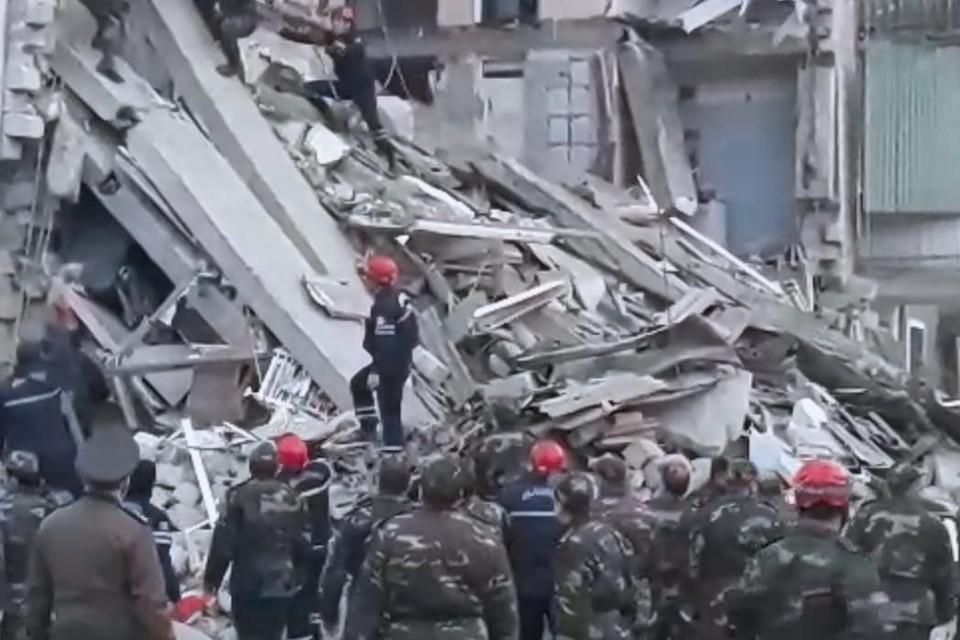 Число жертв взрыва газа в жилом доме в Гяндже увеличилось до трех человек. Фото: МЧС Азербайджанской республики