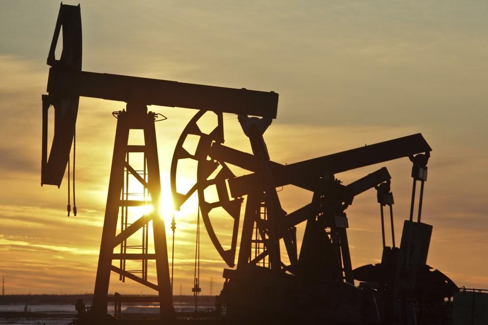 Стоимость нефти опустилась ниже 60 долларов за баррель